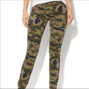 NEW YORK AND & CO CAMO JEGGINGS